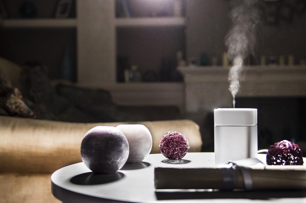Umidificador soltando vapores para melhorar a umidade do ar