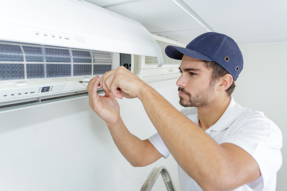 Manutenção de ar-condicionado pingando