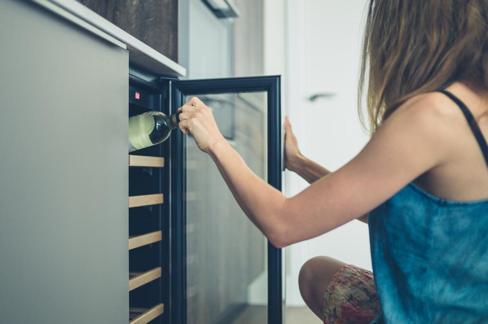 Quatro benefícios de ter uma adega climatizada em casa