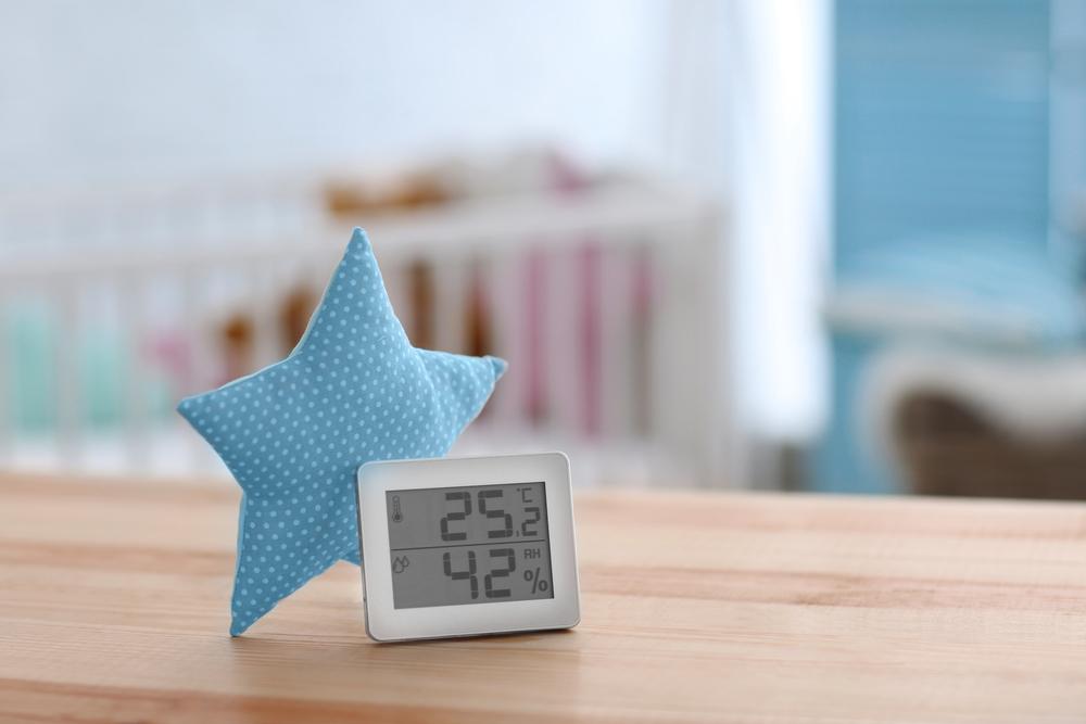 Termômetro no quarto do bebê