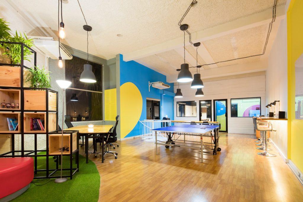 ar condicionado piso teto em sala de recreação