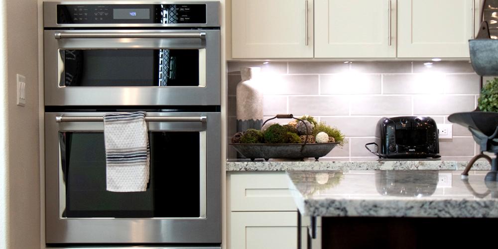 forno elétrico em cozinha americana